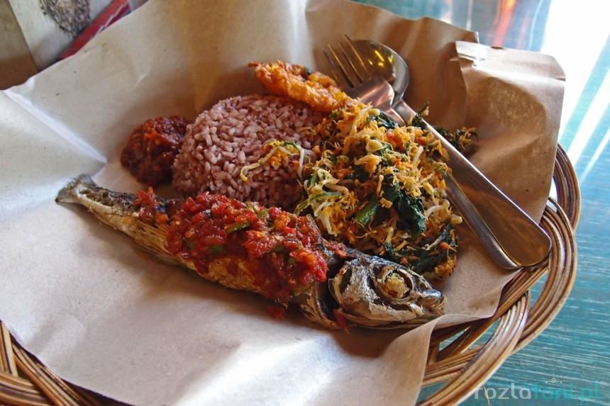 Jedzenie w warungu na Bali / fot. rozlatani.pl