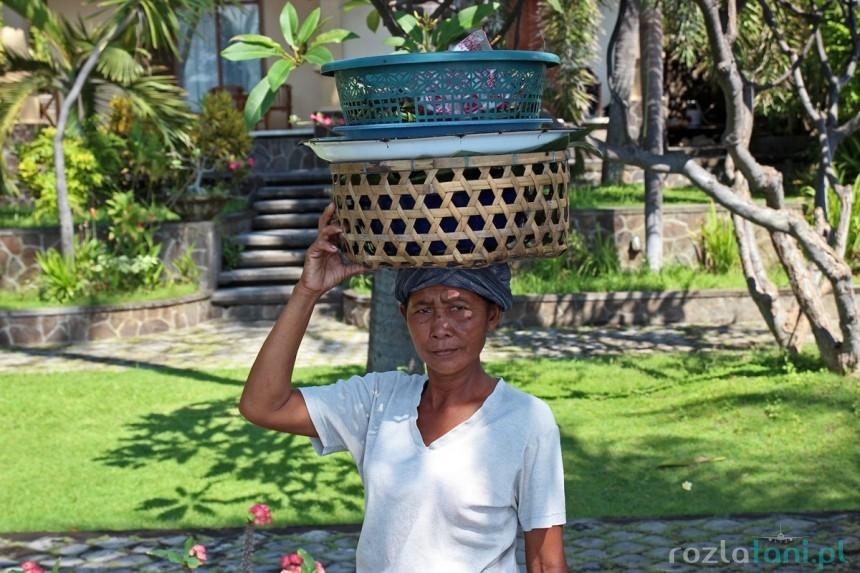 Sprzedawca na plaży Tulamben