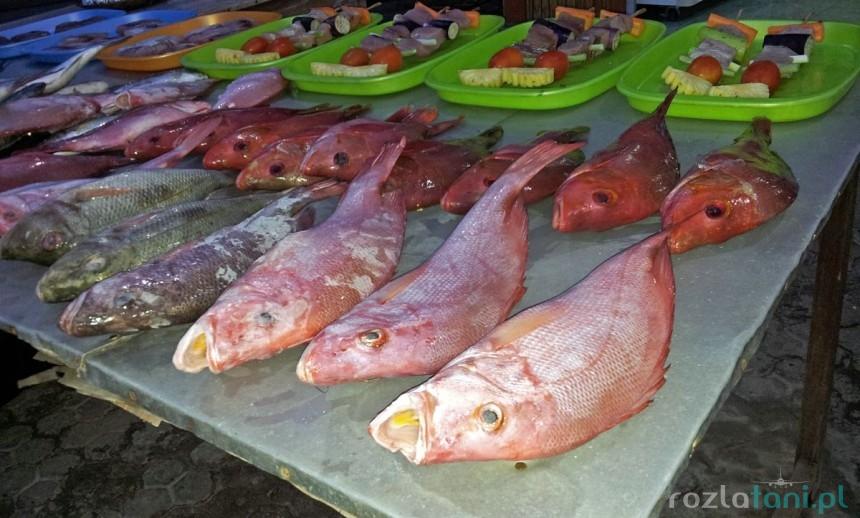 Rust warung w porcie - wielokrotnie rozmrażane ryby