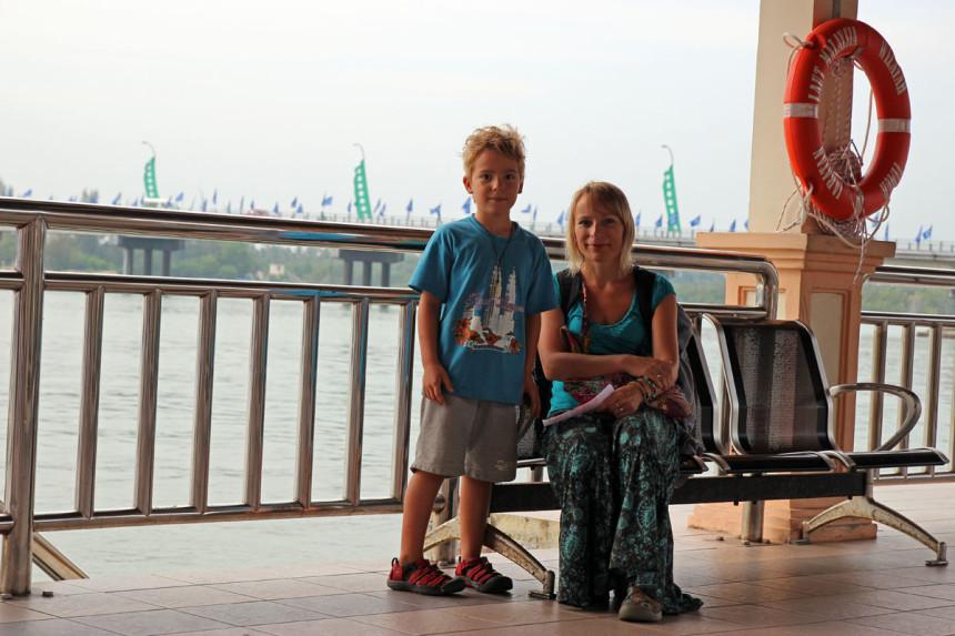 Czekamy na łódkę... / fot. rozlatani.pl